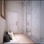Модный шкаф купе с зеркальными дверьми. Фото прихожей