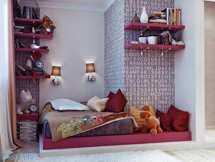 Кровать со светильниками над изголовьем. Фото