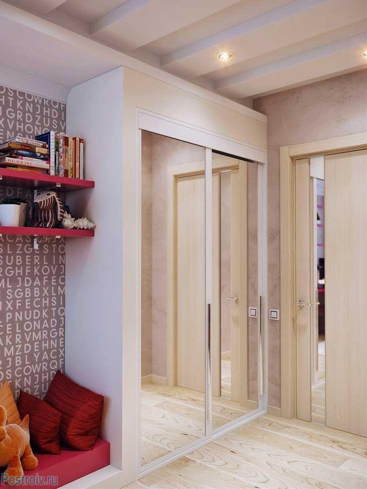 Шкаф с зеркалом - обязательный элемент комнаты для девушки. Фото