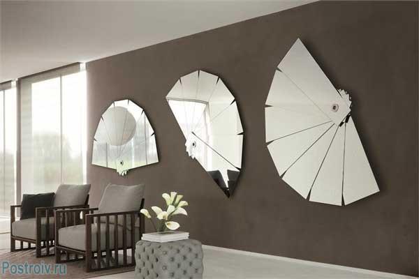 Современные зеркала в гостиной. Фото