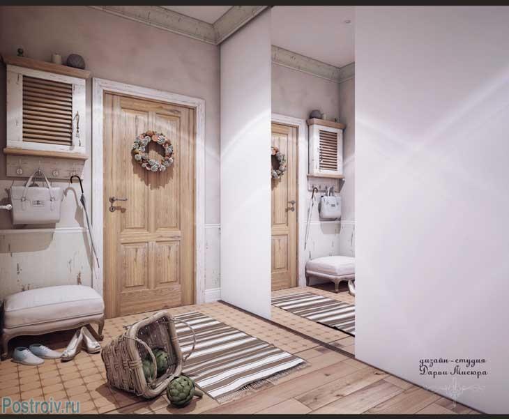 Прихожая в стиле прованс с большим зеркалом в трехкомнатной квартире. Фото