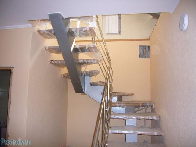 Дизайн лестницы для дома на косоуре. Фото