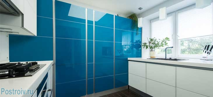 Синяя кухня. Фото