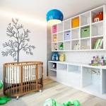 Декорирование стены над кроваткой в детской. Фото