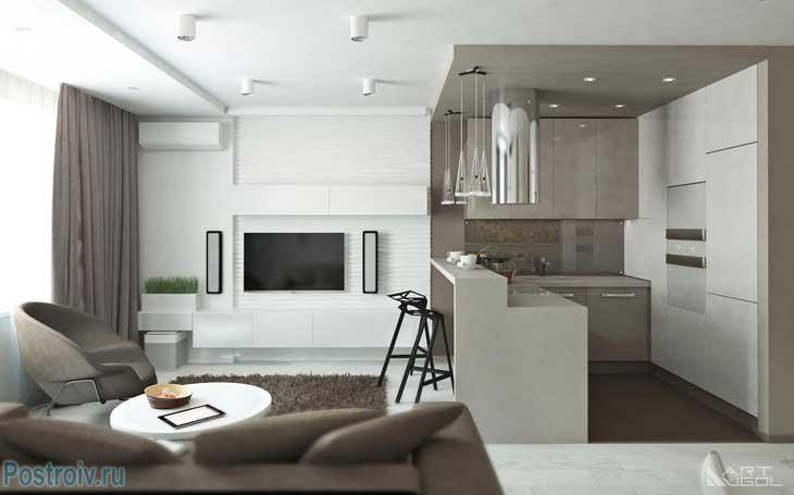 Потолок и стены в гостиной белый. Коричневый ковер в центре. Фото