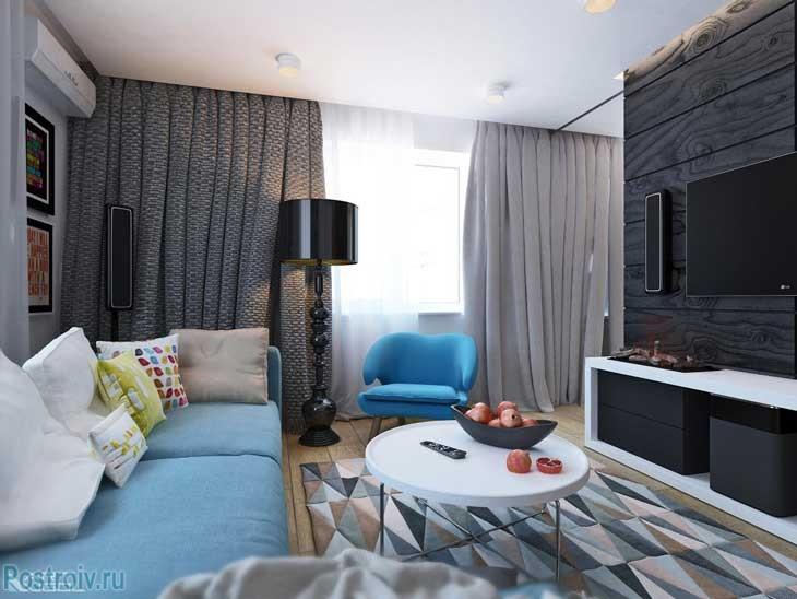 Серые шторы и черный торшер в гостиной. Фото