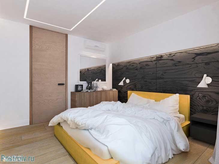 Спальня с паркетом на стене у изголовья кровати. Фото