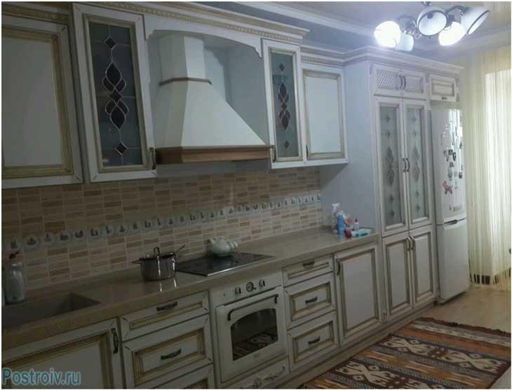Белая кухня в стиле прованс. Фото
