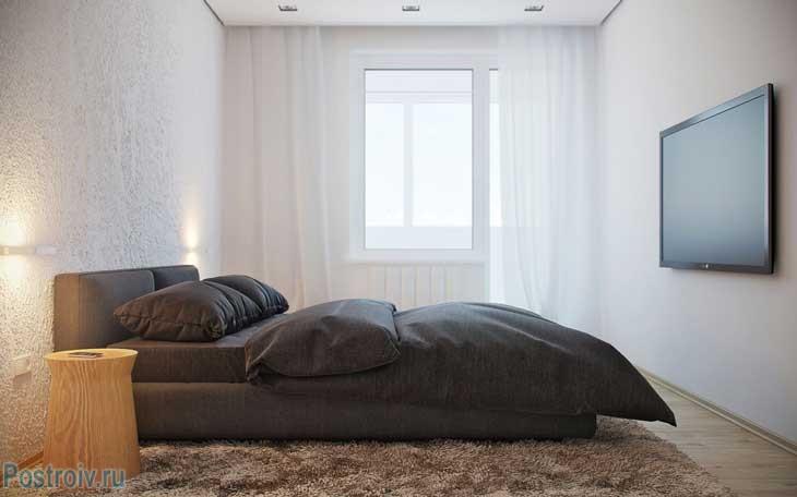 Стиль минимализм в интерьере спальни. Белоснежные стены и черный текстиль. Фото