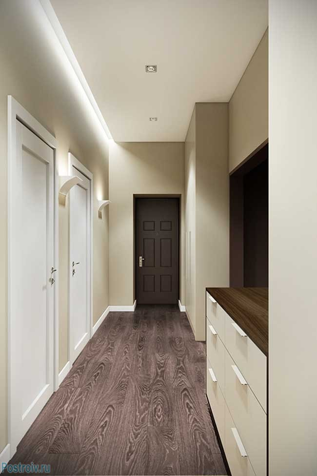 Темный ламинат в дизайне светлого коридора - Фото