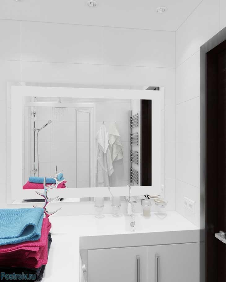 Дизайн ванной с большим зеркалом - Фото