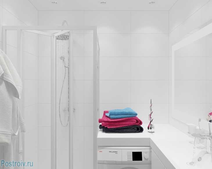 Оформление ванной с душевой кабиной и стиральной машиной - Фото