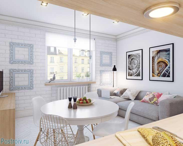 Белая кухня-гостиная в скандинавском стиле. Фото