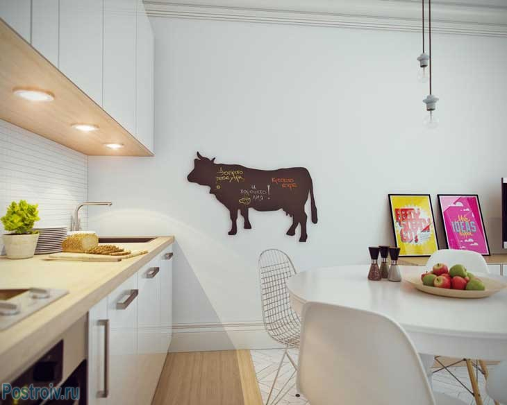 Корова на стене. Фото