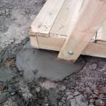 Опоры заливаются бетонным раствором