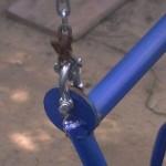 Важно уделить внимание прочности креплений - болтов и цепей