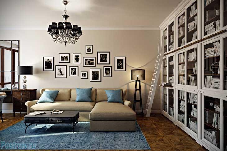 Белый книжный шкаф во всю стену. Фото