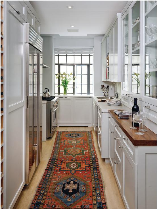 Практично ли стелить ковер на кухне