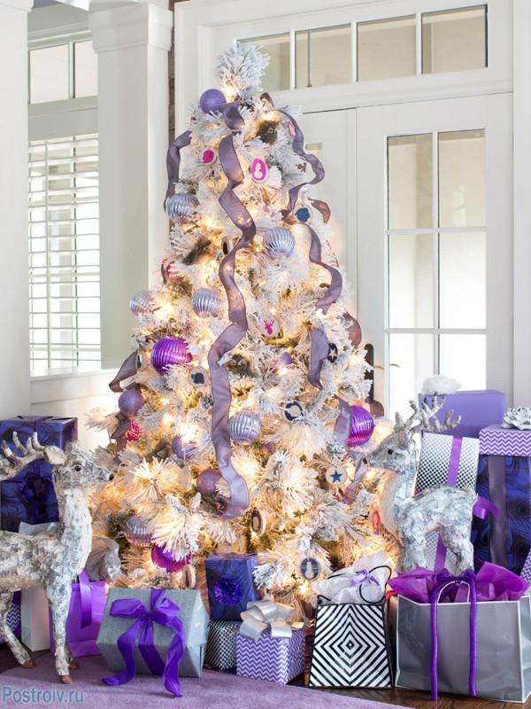 лиловые украшения на новый год