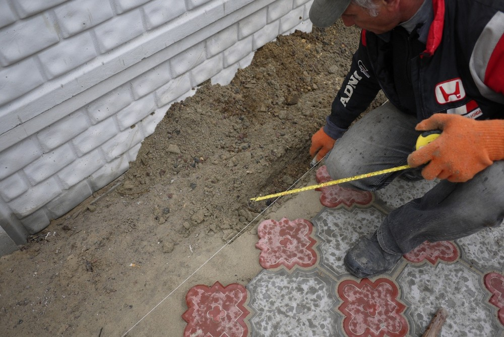 Укладка тротуарной плитка своими руками 18