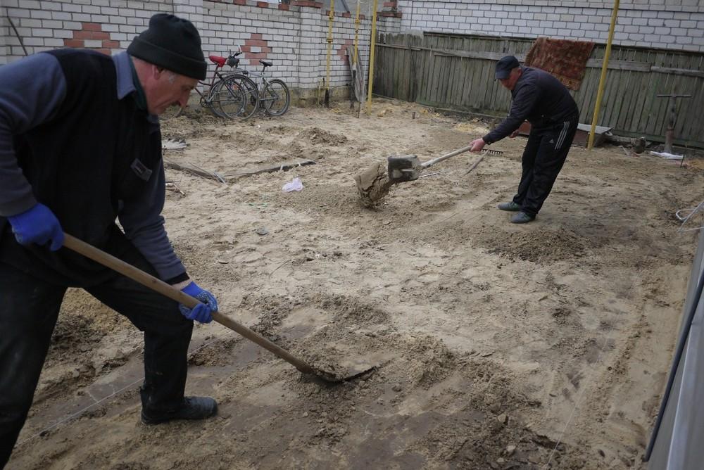 Укладка тротуарной плитки своими руками фото на песок 80