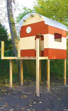 Детский домик из дерева