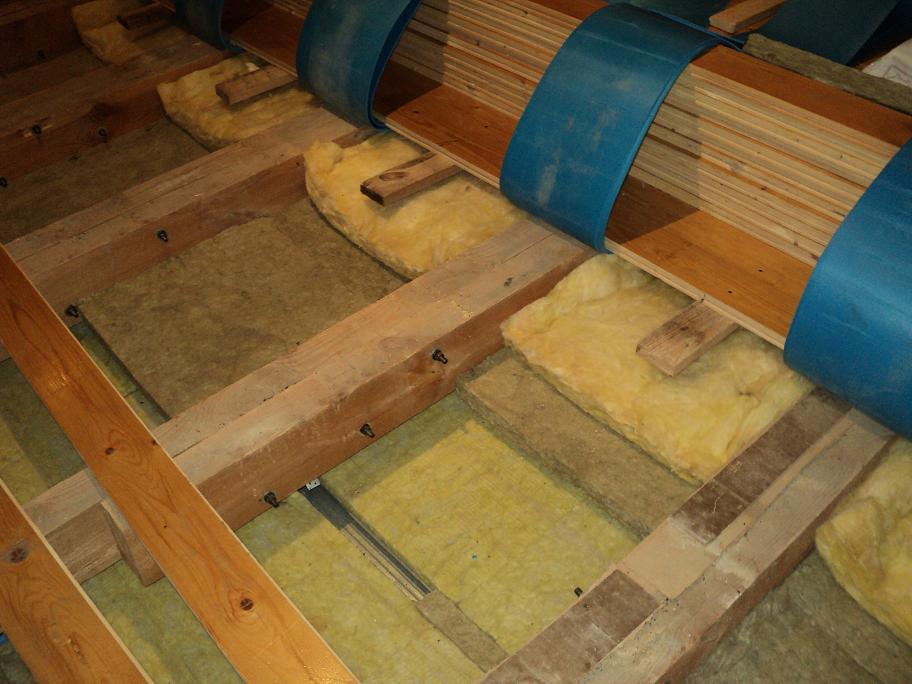 Звукоизоляция-пола-в-доме-с-деревянными-перекрытиям