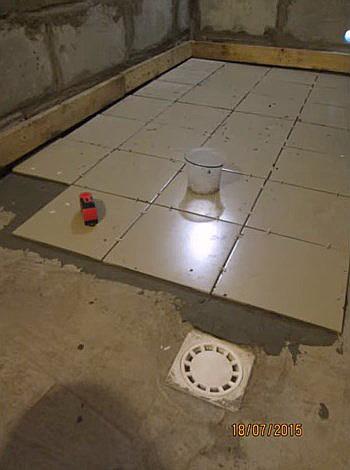 Свойствами что и обычная плитка она гидроустойчива следовательно попадание жидкости