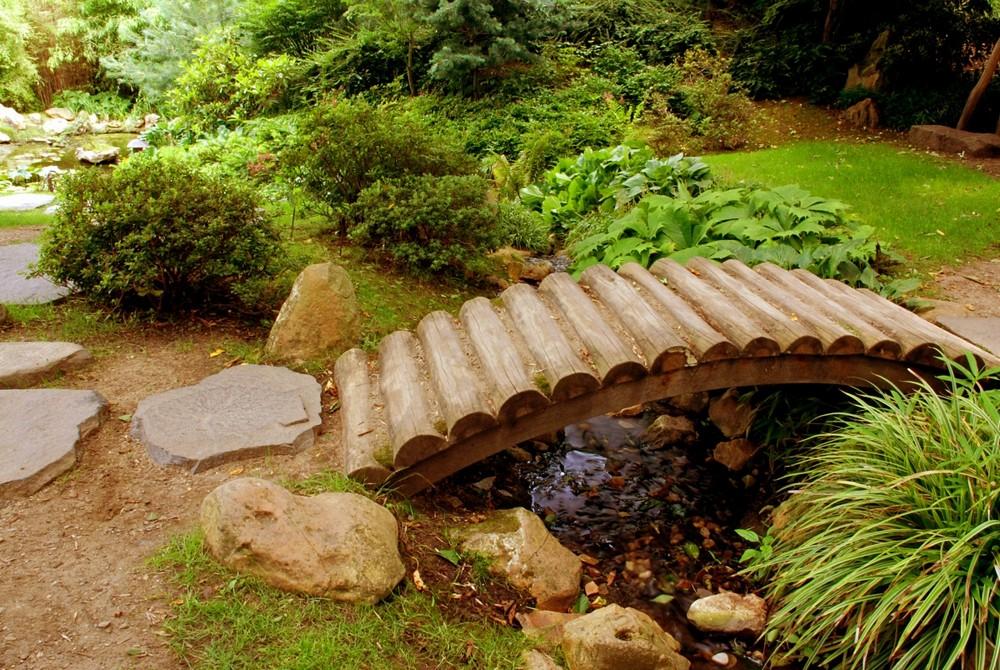Декоративный мостик на даче своими руками
