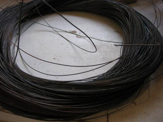 металлическая-проволока-для-усиления-гипертуфа-560x420