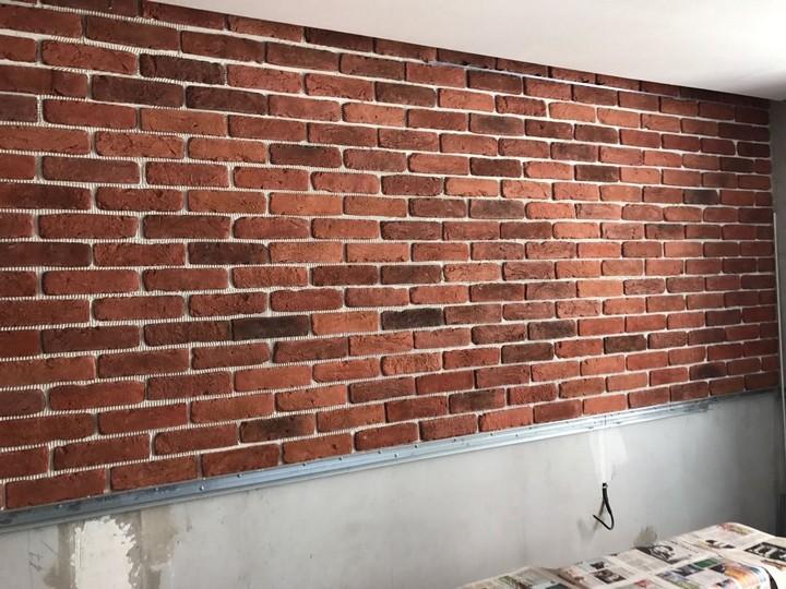 Кирпичная стена своими руками из штукатурки фото