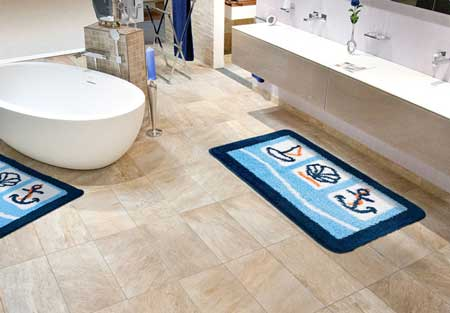 Голубые коврики для ванной комнаты