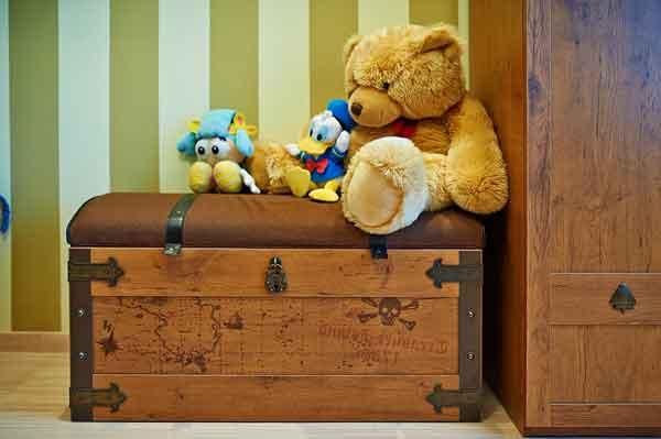 Сундук для вещей в комнате для мальчика