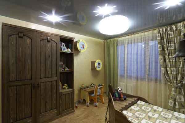 Шкаф в комнате морского стиля