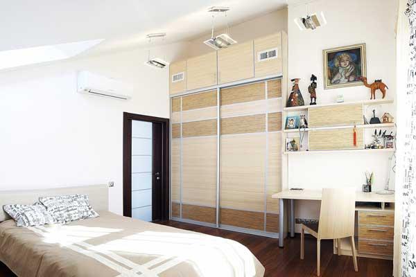 Светло-бежевый дизайн подростковой комнаты