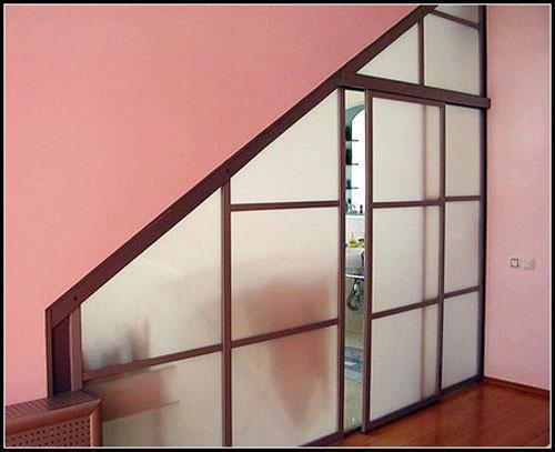 Оригинальная стеклянная перегородка с раздвижной дверью