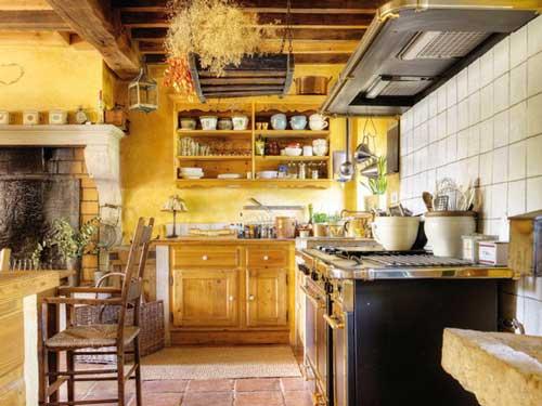 Дизайн кухни в классическом стиле с камином