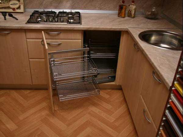 Угловой шкаф для маленькой кухни фото