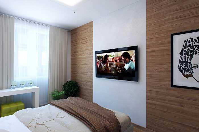 Дизайн штор в маленькой спальне. Белый натяжной потолок