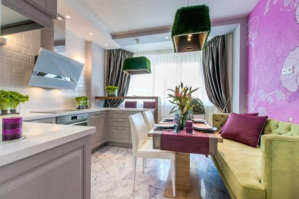 Дизайн светлой большой кухни с зеленым диваном фото 11