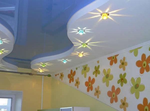 Точечная подсветка многоуровневого потолка из гипсокартона