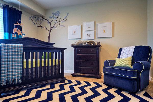 Синяя мебель в детской комнате. Синяя кроватка и синее кресло