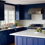 Интерьер синей кухни. Синие шкафы на кухне