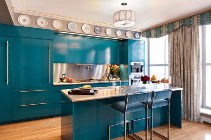 Кухня с барной стойкой в синем цвете