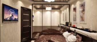 Дизайн спальни с натяжным потолком и шкафом купе