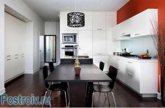Мебель для кухни оформленной в черно-белом цвете