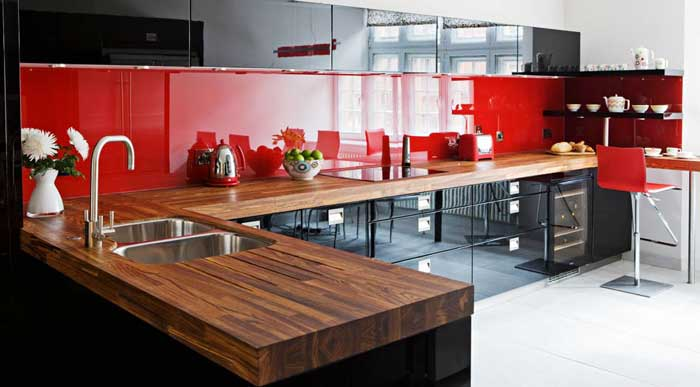 Красно-черная кухня в интерьере. Фото 8