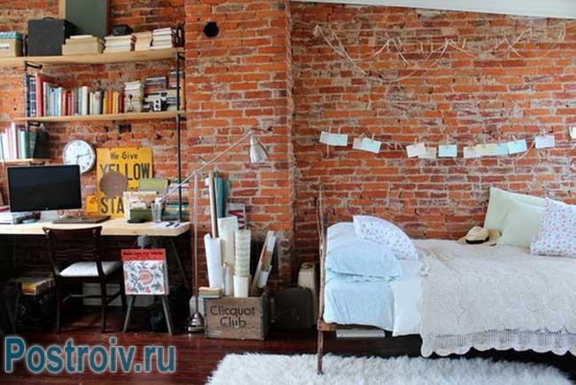 Гостиная 16 кв. м. в стиле Лофт с изображением Бостона на стенах
