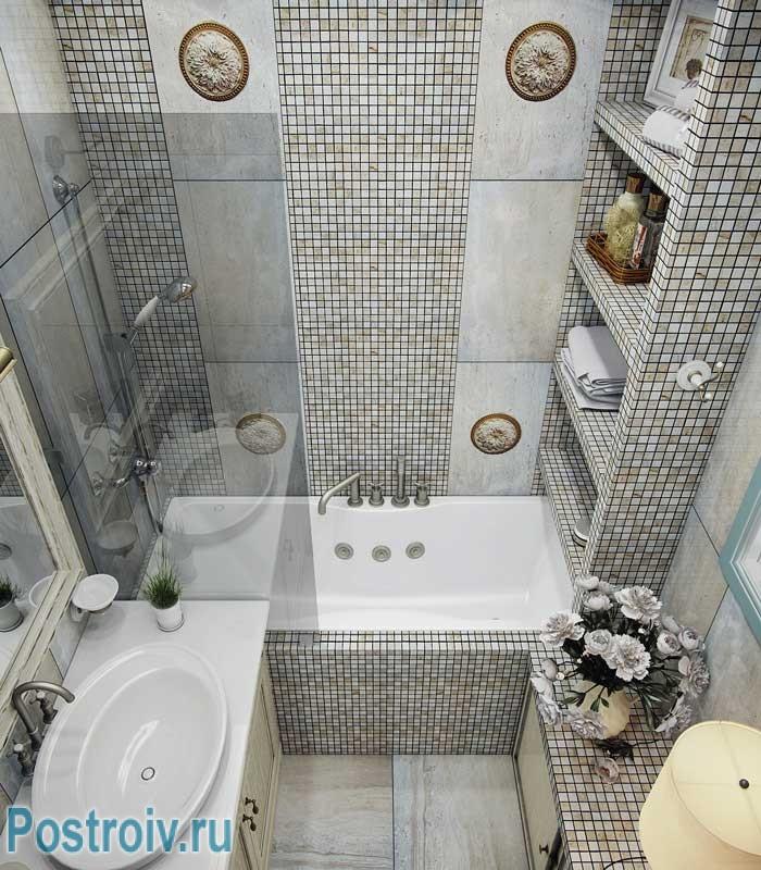 Дизайн маленькой ванной 3-4 кв. м. отделанной мозаикой