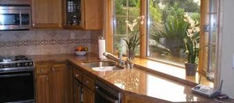 Дизайн эркера на кухне в разных сочетаниях